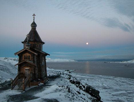 Первоначально церковь собрали в алтайском селении Кызыл-Озек в 2002 году.